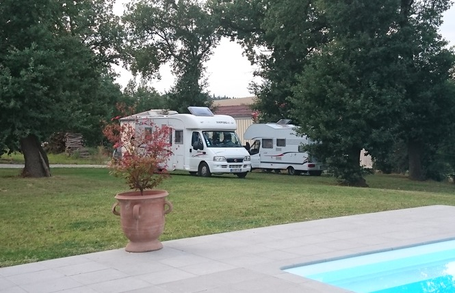 AIRE DE STATIONNEMENT CAMPING-CARS D'EMBERBAIL 1 - Nailloux